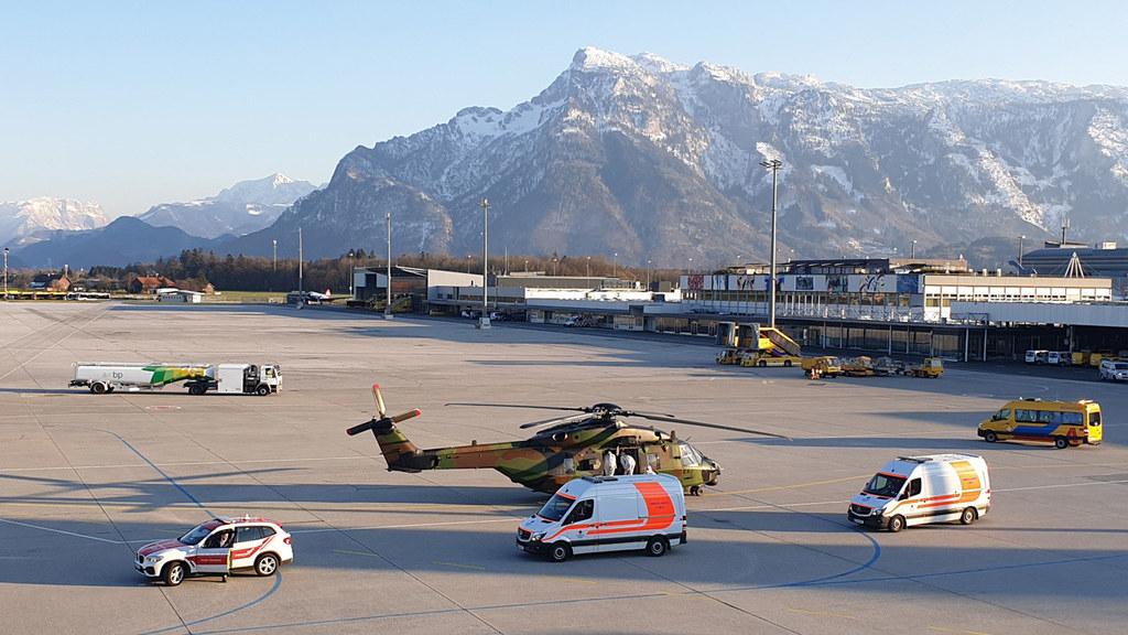 Die ersten beiden französischen Covid-19-Patienten trafen heute auf dem Salzburger Flughafen ein.