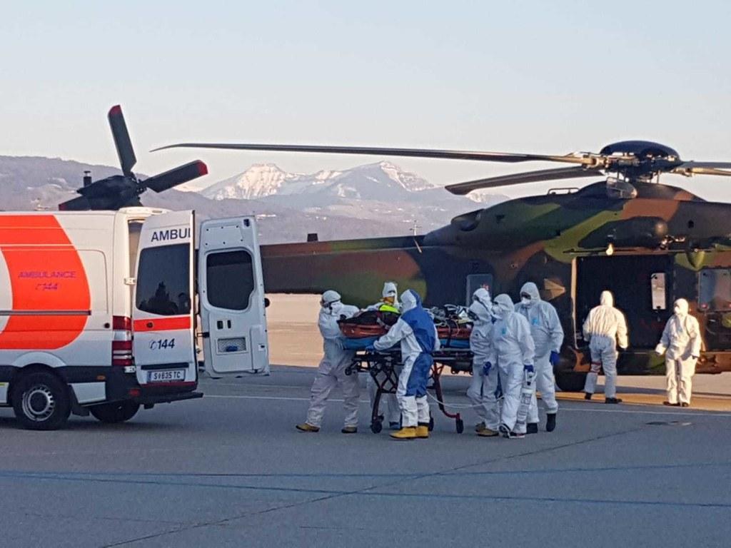Ein Helikopter der französsichen Armee brachte die beiden Patienten aus Metz.