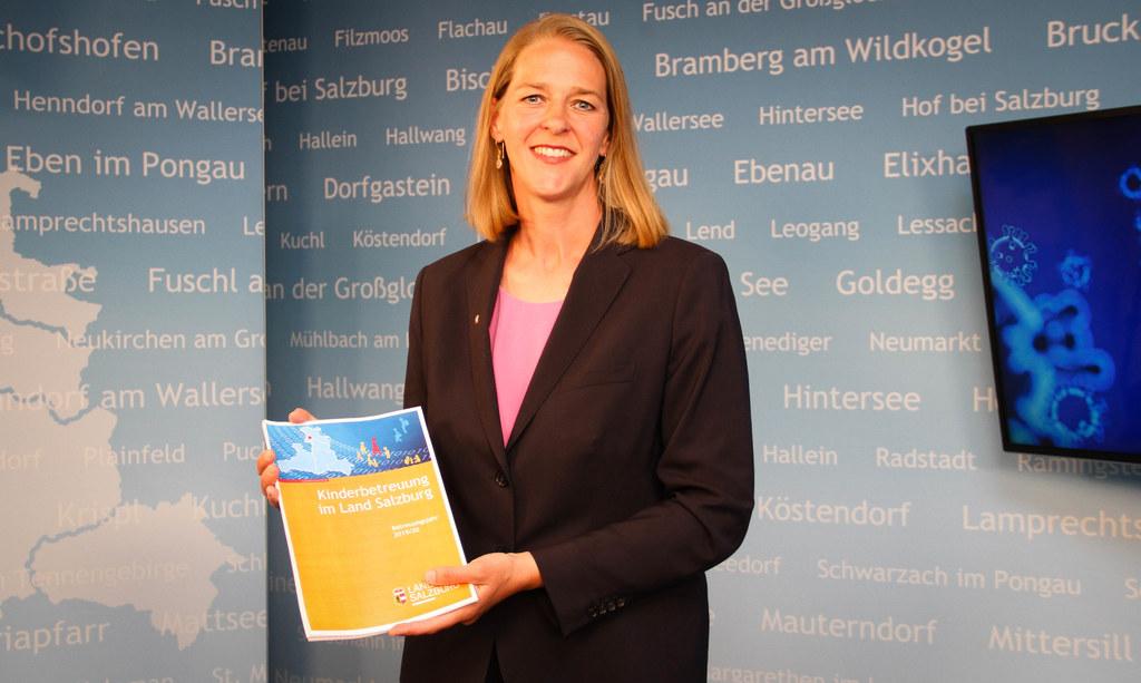 """""""Für alle erwerbstätigen Eltern ist die Kinderbetreuung selbstverständlich im ganzen Bundesland sichergestellt"""", betont Landesrätin Andrea Klambauer, die heute auch den neuen Jahresbericht 2019/20 präsentierte."""