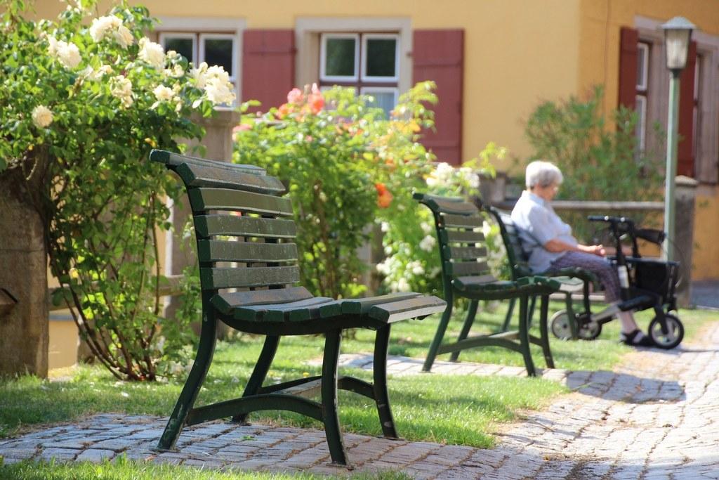 In Seniorenheimen und Einrichtungen für Menschen mit Behinderungen werden die Besuchsmöglichkeiten erweitert.