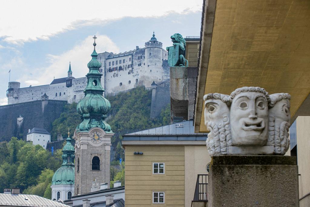 Oper, Schauspiel, Konzerte - die Salzburger Festspiele finden heuer von 1. bis 31. August statt. Das Programm ist modifiziert, nur rund ein Drittel der ursprünglich für das Jubiläumsfestival geplanten Karten wird aufgelegt.