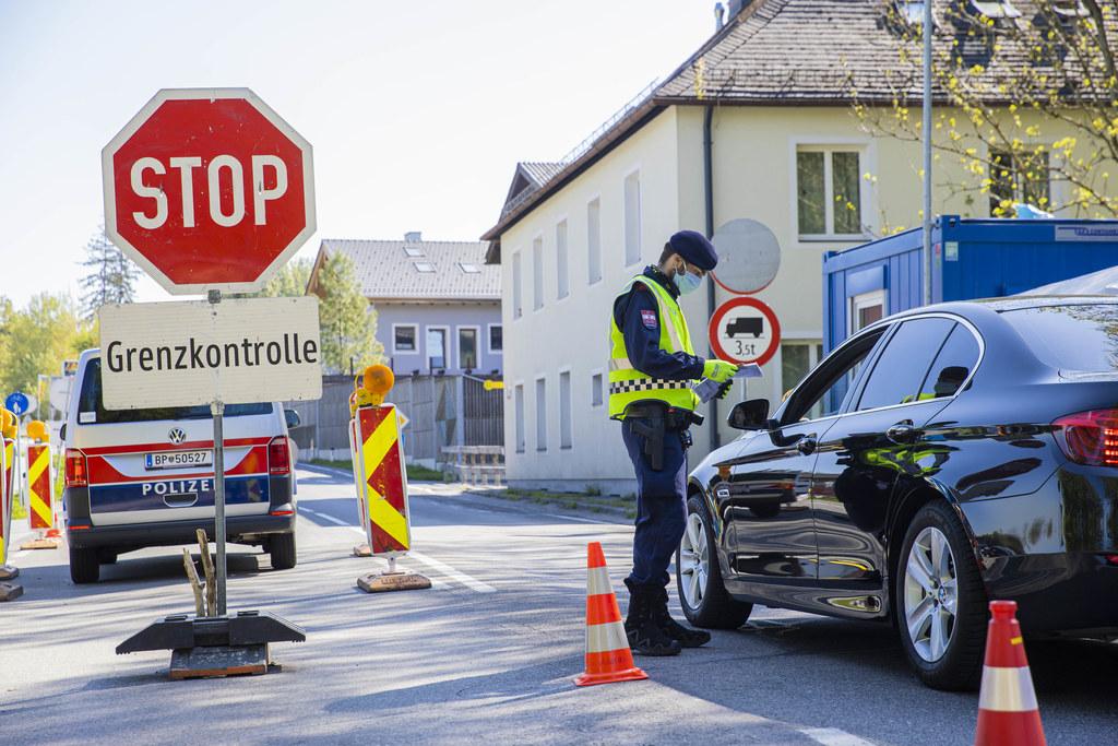 Eine ungewohnte Situation in einem vereinten Europa sind die Kontrollen an der Grenze zu Bayern, nachdem Staatsgrenzen im Schengenraum jahrzehntelang kaum noch zu spüren waren.