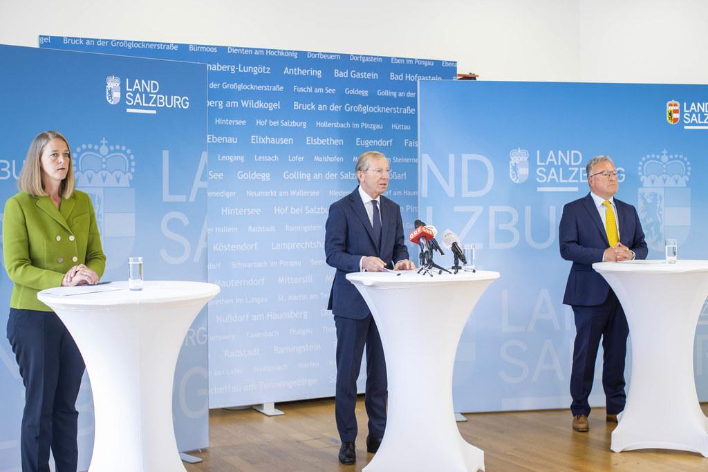 Die Regierungsspitze mit LH Wilfried Haslauer (Mitte), LH-Stv. Heinrich Schellhorn (rechts) und LR Andrea Klambauer (links) stellten am Freitag klar: Salzburg lässt sich nicht unterkriegen und investiert in vielen Bereichen.
