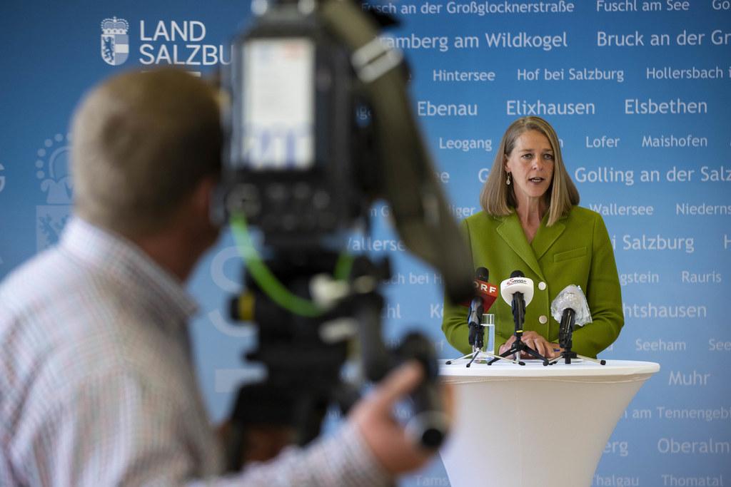 """LR Andrea Klambauer: """"Nicht nur, aber vor allem in den Bereichen Wohnbau und Familie wird weiter investiert, darauf haben wir uns geeinigt."""""""