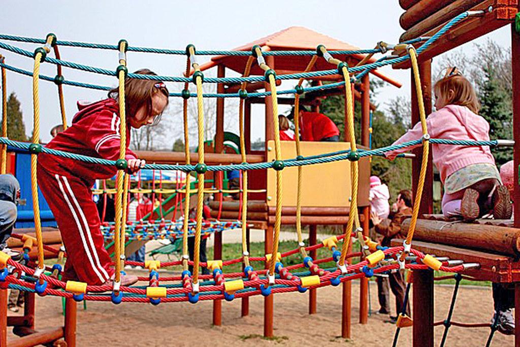 Kinder können ab 1. Mai ihren Bewegungsdrang wieder auf Spielplätzen ausleben. Die Bestimmungen zum Verbot wurden gelockert.