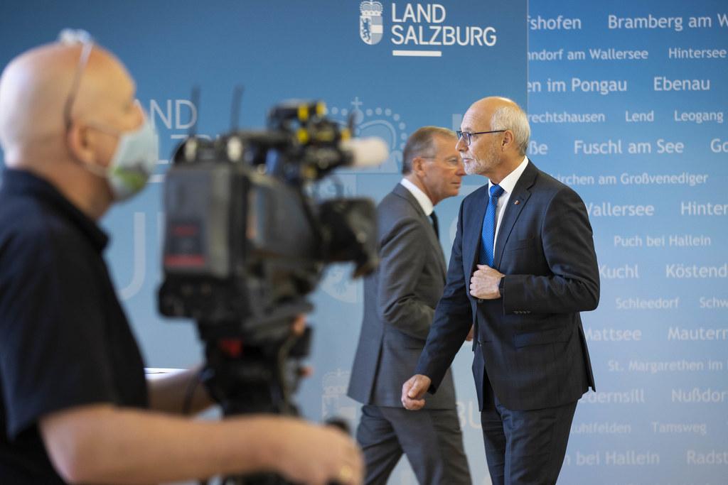 Gemeindebund-Präsident Günther Mitterer und LH Wilfried Haslauer: 30 Millionen Euro stellt das Land für das laufende Jahr 2020 zusätzlich zu den regulären Investitionsförderungen zur Verfügung.