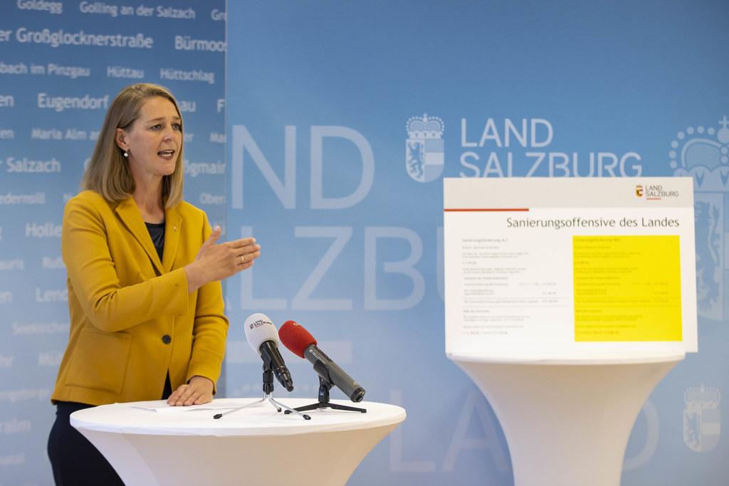 LR Andrea Klambauer hält es gerade jetzt für wichtig, dass Investitionen ermöglicht und Arbeitsplätze gesichert werden. Deshalb setzt das Land starke Impulse zur Verbesserung der Wohnsituation.