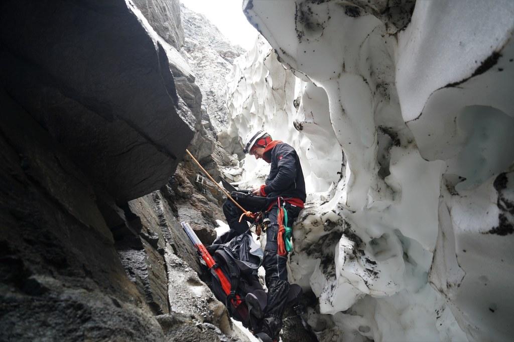 Besonders genau untersucht wurden die Prozesse in den Gletscherrandklüften.
