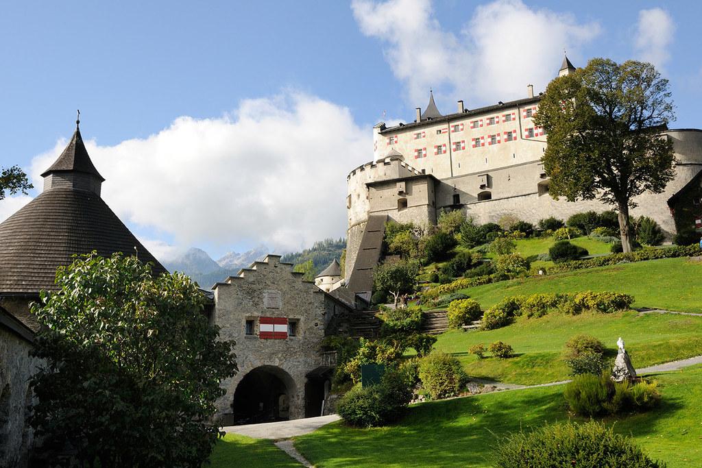 Auf der Burg Hohenwerfen und in den anderen beiden Liegenschaften gibt es vorerst keine Großveranstaltungen. Führungen für bis zu zehn Personen sind möglich.