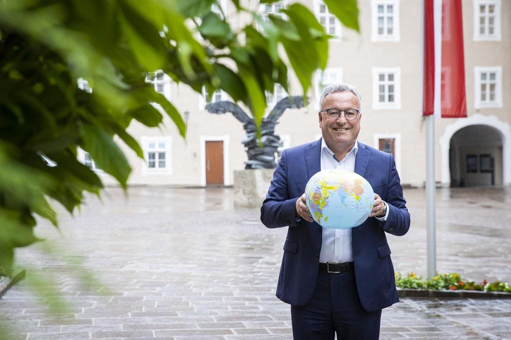 """Mit dem Masterplan Klima und Energie soll Salzburg bis 2050 klimaneutral und energieautonom werden. """"Es ist klar, dass wir es nur gemeinsam schaffen"""", ist LH-Stv. Heinrich Schellhorn überzeugt."""