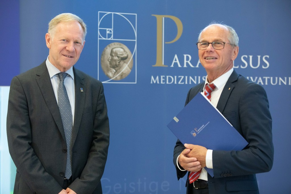"""""""Nach 18 Jahren wird mit Wolfgang Sperl eine neue Ära an der PMU eingeläutet"""", sagt LH-Stv. Christian Stöckl, hier mit dem neuen PMU-Rektor Wolfgang Sperl."""
