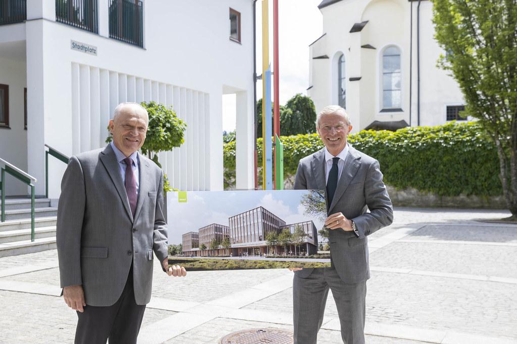 Präsentation der neuen Bezirkshauptmannschaft Salzburg-Umgebung in Seekirchen: BH Reinhold Mayer und LH Wilfried Haslauer.