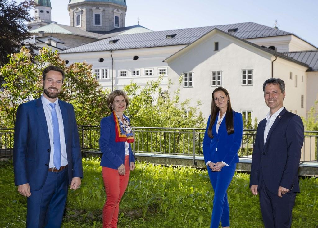 LR Stefan Schnöll,  Andrea Eder-Gitschthaler (Vorsitzende des Landes-Seniorenbeirats), Verkehrsverbund-GF Allegra Frommer und Freilassings Bgm. Markus Hiebl.