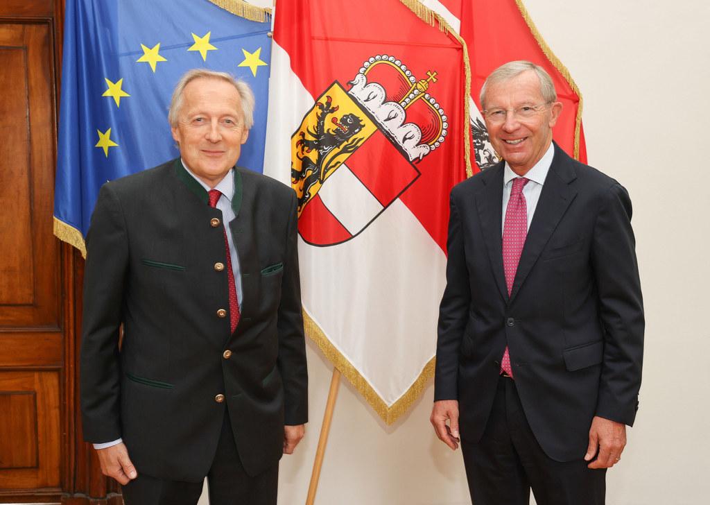 LH Wilfried Haslauer würdigte das große Engagement des scheidenden Direktors der Landarbeiterkammer Salzburg, Otmar Sommerauer.