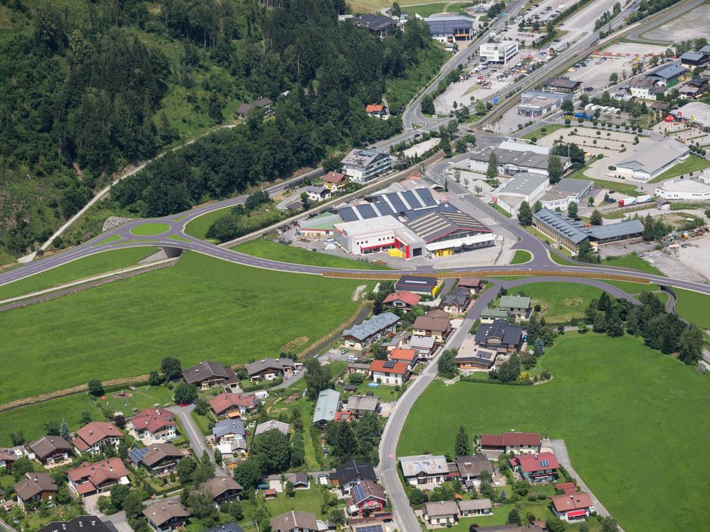 1,5 Kilometer lang wird das neue Straßenstück. Die Fertigstellung ist für Juni 2022 geplant.