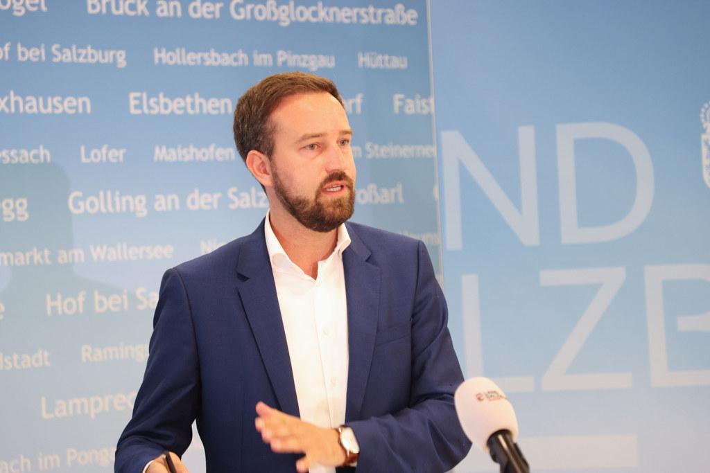 """LR Stefan Schnöll: """"Wir wollen mit neuen Anreizen mehr Lkw von der Straße auf die Schiene bringen."""""""