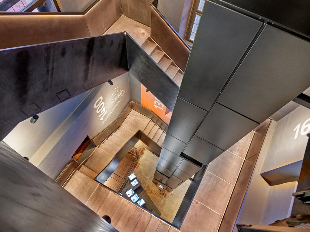 Im Passauer Oberhausmuseum ist eine virtuelle Installation bereits umgesetzt worden und tritt mit der neuen Innengestaltung des Turms in Verbindung.