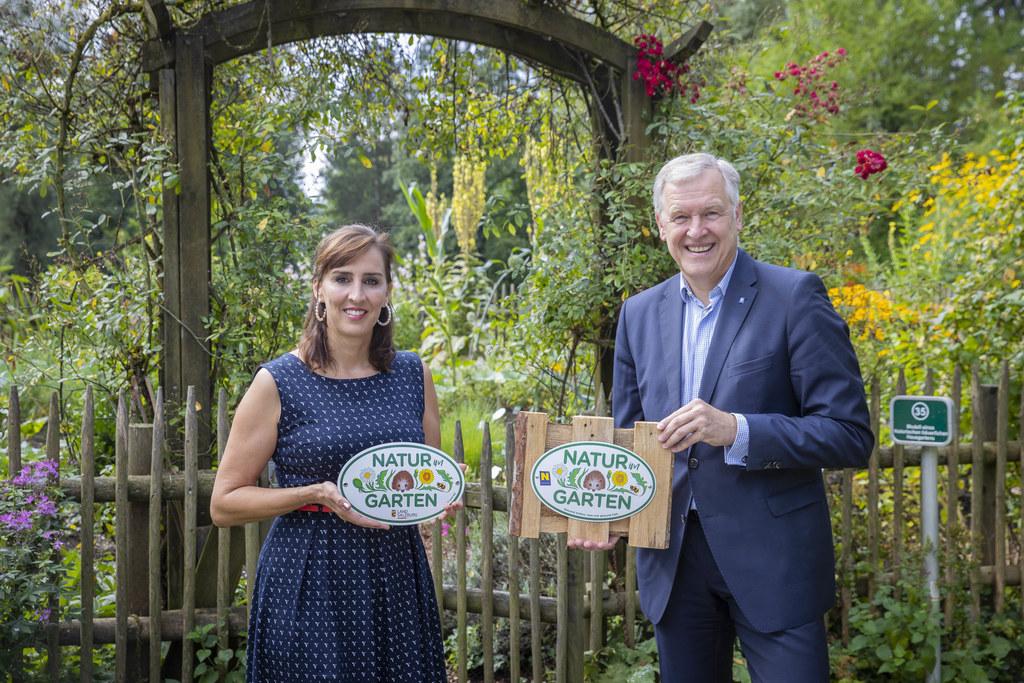 """Die Plakette """"Natur im Garten"""" ist eine Auszeichnung, die in Niederösterreich sehr begehrt ist und nun auch in Salzburg vergeben wird. Die Bewerbungen laufen."""