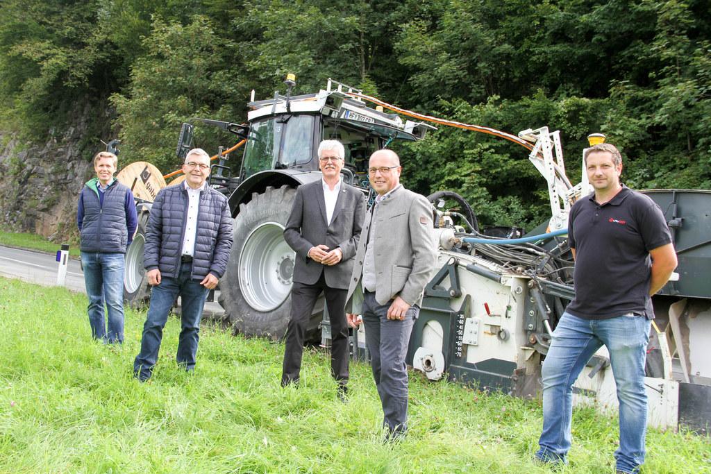 LR Josef Schwaiger mit GF Bernt Ringhofer (Layjet), Günter Bamer von A1, Bgm. Herbert Walkner (St. Koloman) und Bauleiter Christian Halwachs.