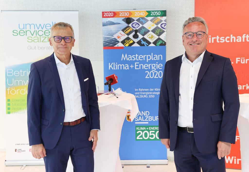 WKS-Präsident Peter Buchmüller und LH-Stv. Heinrich Schellhorn: Mit dem Impuls-Programm SALZBURG 2050 Partnerbetriebe wird die heimische Wirtschaft auf nachhaltige und klimafreundliche Art gestärkt und gefördert.