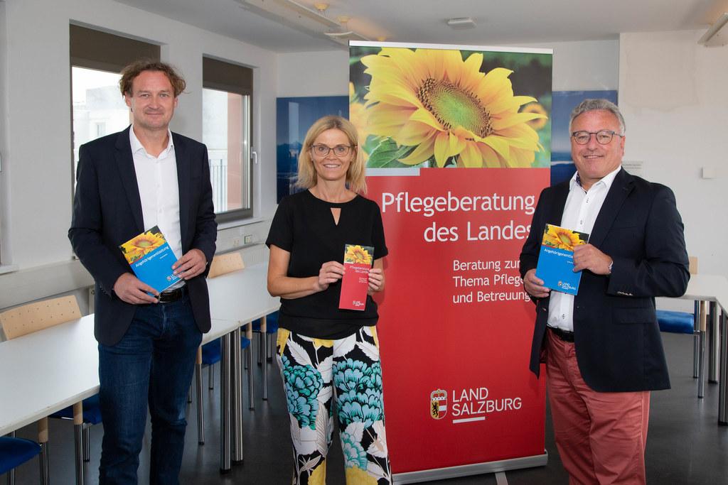 Das Land baut die Angebote zur Entlastung pflegender Angehöriger aus. Andreas Eichhorn (Leiter Sozialabteilung), Rosemarie Löcker (Pflegeberatung ) und LH-Stv. Heinrich Schellhorn