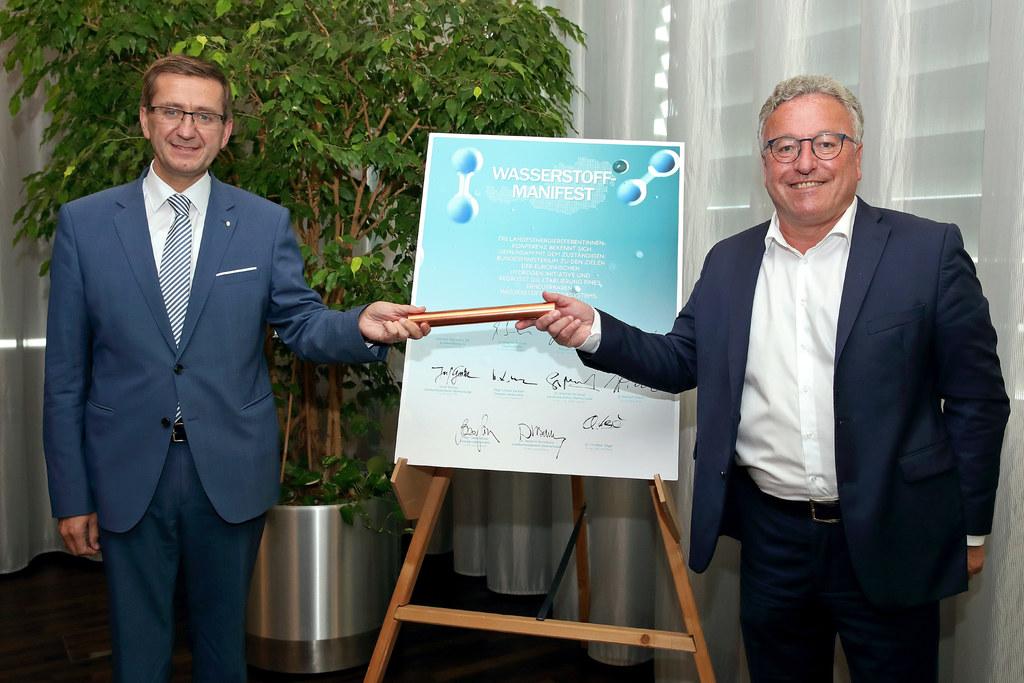 Ein Zeichen für eine umfassende Energiepolitik setzten die Landesenergiereferentinnen und -referenten, darunter Oberösterreichs Energielandesrat Markus Achleitner und Salzburgs LH-Stv. Heinrich Schellhorn, bei ihrer Sitzung in Linz.