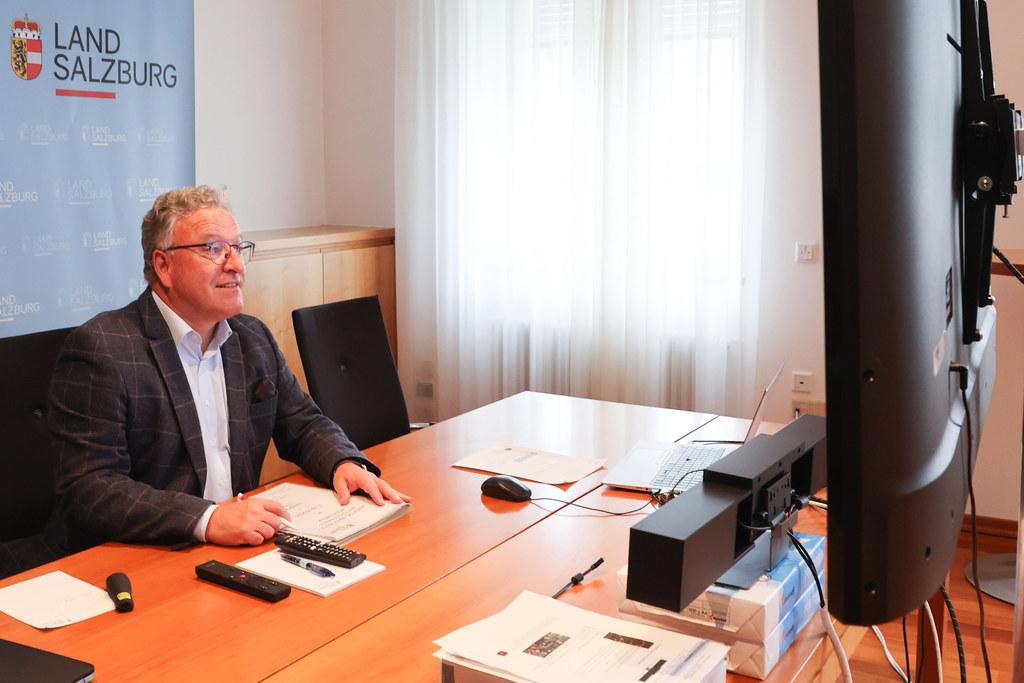 LH-Stv. Heinrich Schellhon brachte bei den Konferenzen der Klima- und Umweltschutzreferentinnen und -referenten für das Land Salzburg zwei Anträge zum Thema Pfandsystem bei Einweg-Getränkeverpackungen und Stärkung von Mehrwegsystemen ein.