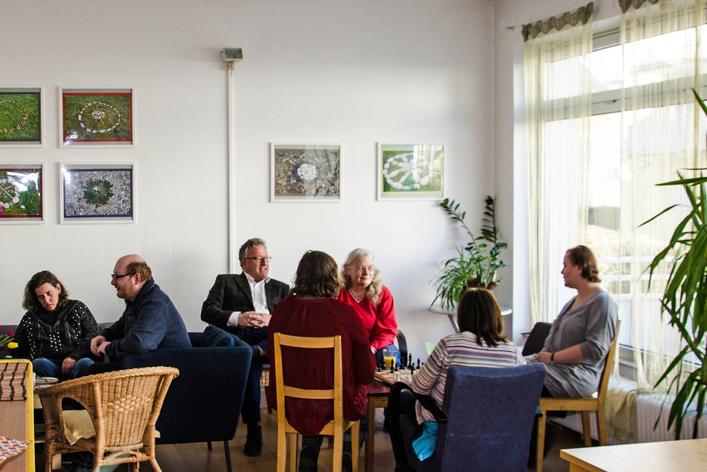 LH-Stv. Heinrich Schellhorn zu Besuch im Tageszentrum Café Oase (Archivbild).