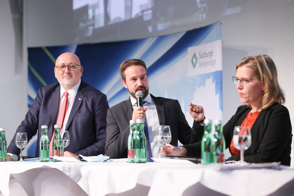 Salzburger Verkehrstage: Andreas Matthä (CEO ÖBB), LR Stefan Schnöll und BM Leonore Gewessler im Gespräch.