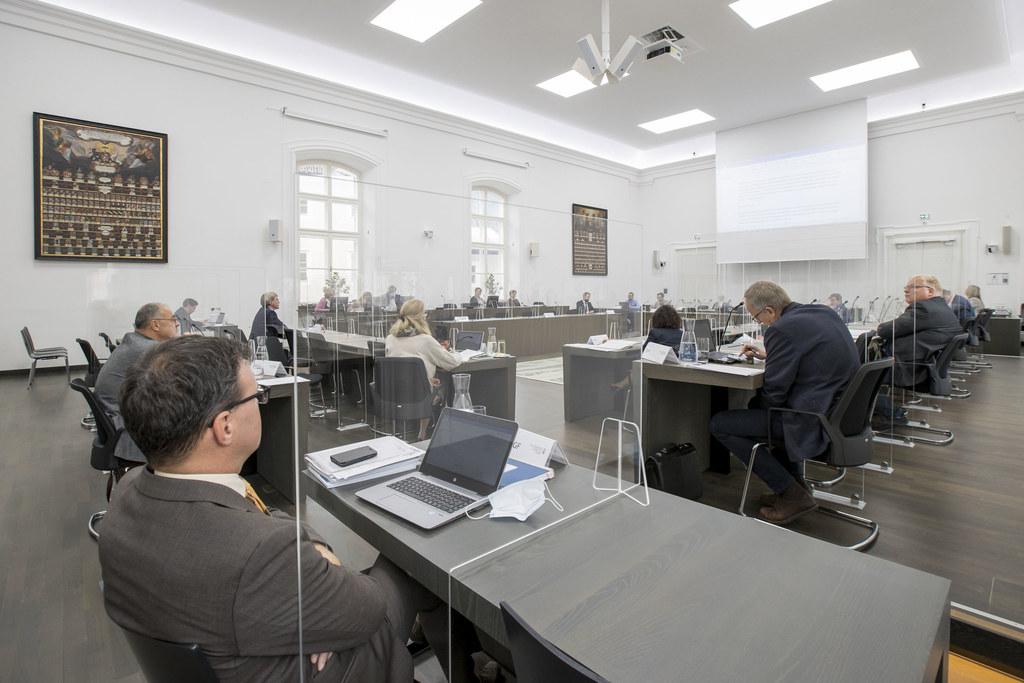 Der Finanzüberwachungs- und Finanzausschuss genehmigte heute den Rechnungsabschluss des Landes 2020.