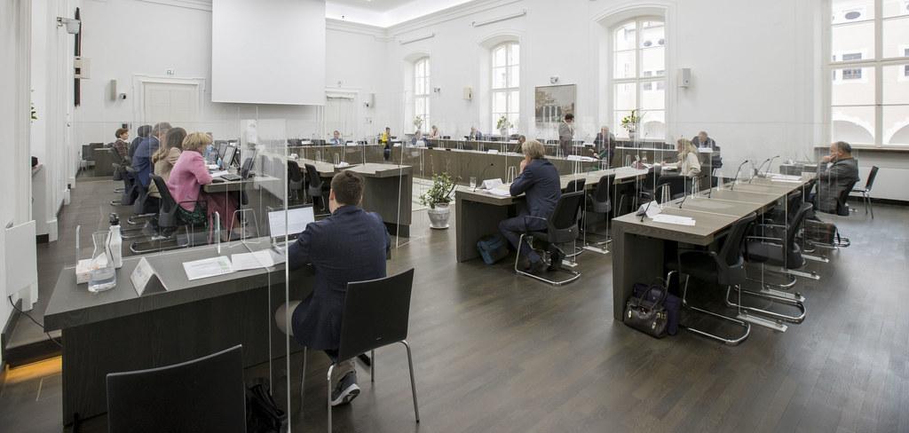 Unter großen Covid-Vorsorgemaßnahmen behandelten die Abgeordneten des Salzburger Landtages  heute Nachmittag sechs Rechnungshofberichte.
