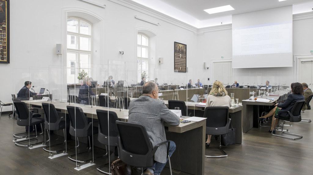 Die Abgeordneten des Salzburger Landtags behandelten heute unter strengen Covid-19-Vorsichtsmaßnahmen bei den Ausschusssitzungen fünf Tagesordnungspunkte.