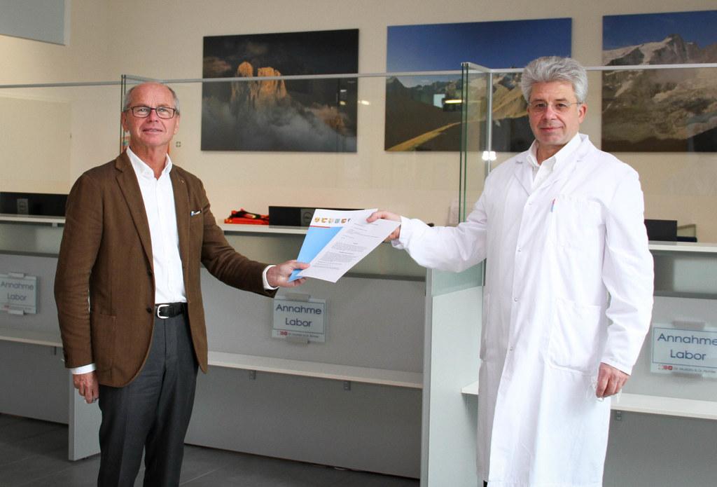 Dr. Georg Mustafa, hier im Archivbild mit LH-Stv. Christian Stöckl, ist der zweite Experte für die Runde am 2. März um 18 Uhr.