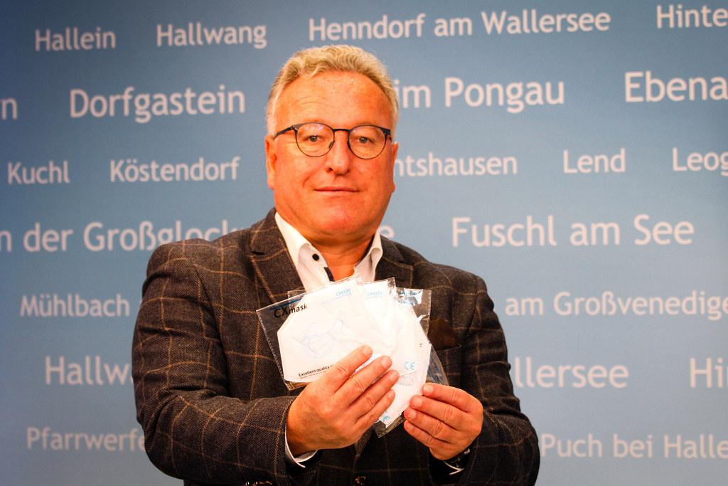 """""""Weitere 344.000 FFP2-Schutzmasken werden heute an Seniorenwohnhäuser und Einrichtungen für Menschen mit Behinderungen verteilt"""", informiert LH-Stv. Heinrich Schellhorn."""