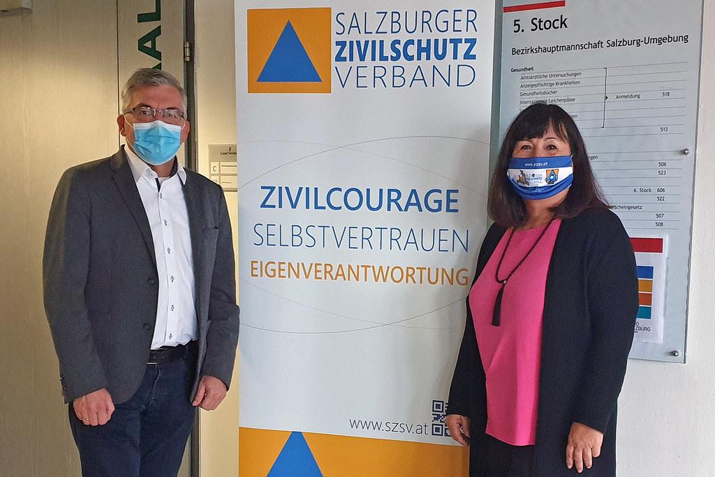 """LR Josef Schwaiger bedankt sich bei Petra Oberhauser für ihr Engagement: """"Im Contact Tracing wird jede Unterstützung gebraucht."""""""