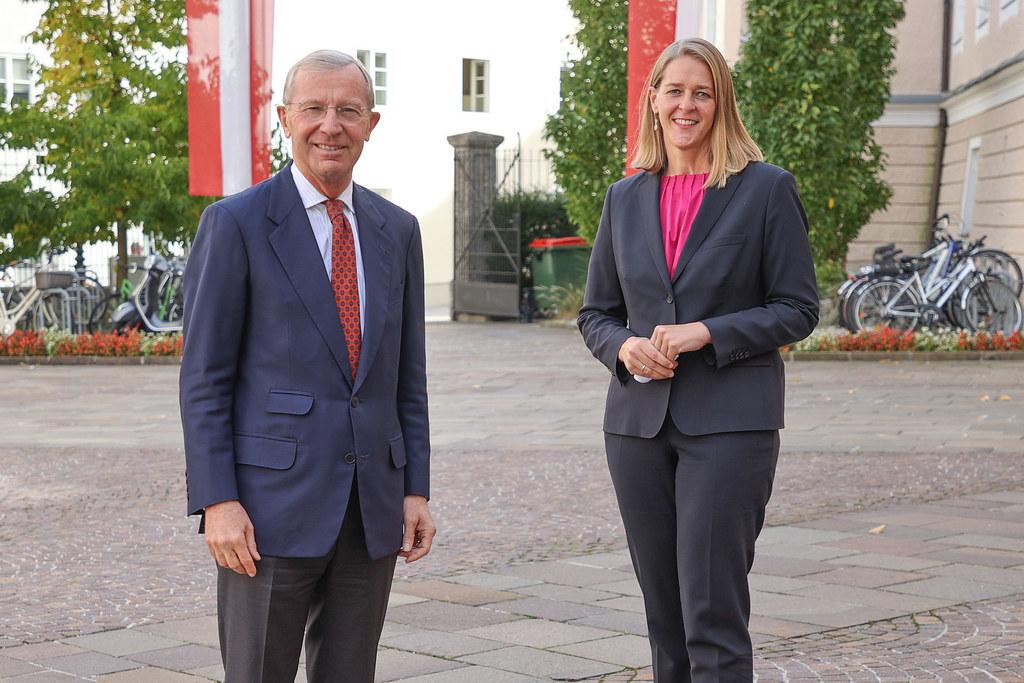 """Ein """"unverzichtbarer Pfeiler des Hochschulstandortes"""" und eine """"wichtige Säule der akademischen Ausbildung und Forschung"""" ist für LH Wilfried Haslauer und LR Andrea Klambauer die Fachhochschule Salzburg seit 25 Jahren."""