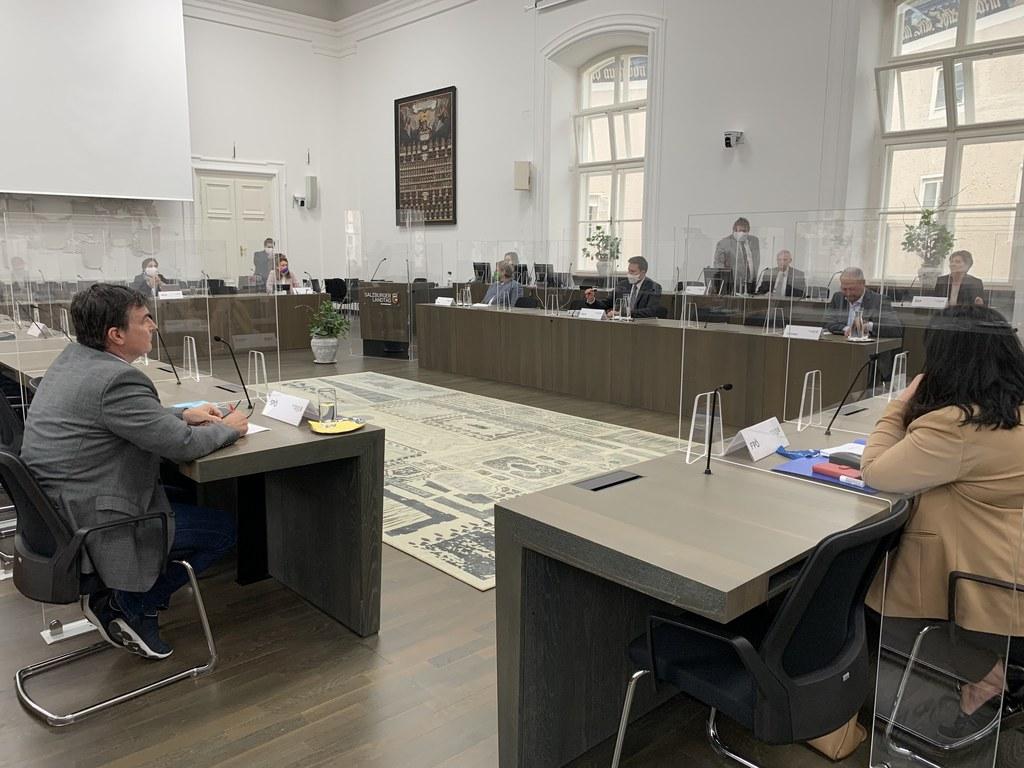 Die Landtagsabgeordneten im Chiemseehof im Dialog mit den Europaparlamentariern.