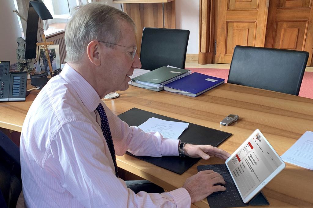 """""""Wir unterstützen Salzburger Unternehmen beim Ausbau der Online-Angebote"""", sagt LH Wilfried Haslauer und verweist auf die Digitalisierungsoffensive und das Internet-Portal www.salzburg.gv.at/onlineshops."""