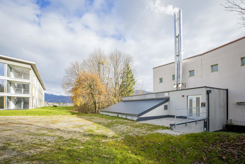 Fünf Gebäude des Universitäts- und Landessportzentrums in Rif werden jetzt klimaschonend beheizt.