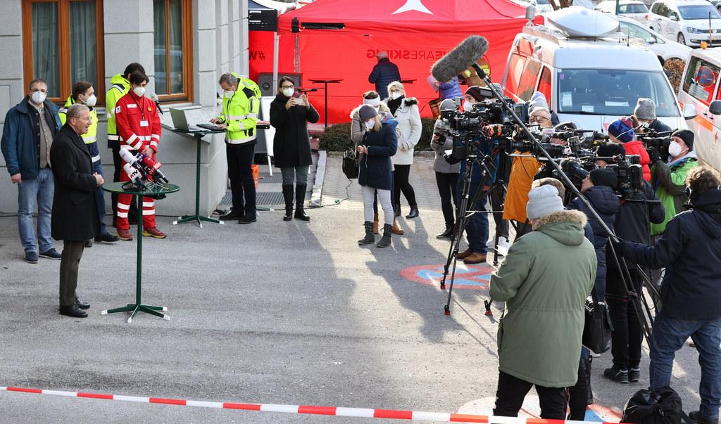 Großes Medieninteresse bei den ersten Massentestungen in Annaberg-Lungötz. LH Wilfried Haslauer informierte über die aktuelle Situation und zog eine erste Zwischenbilanz.