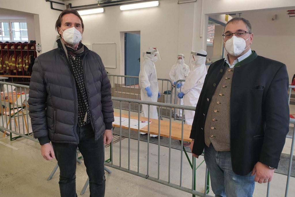 Der Flachgauer Katastrophenschutzreferent Michael Walder (hier im Bild mit dem Bürgermeister von Annaberg-Lungötz, Martin Promok) kam zum Erfahrungsaustausch nach Lungötz.