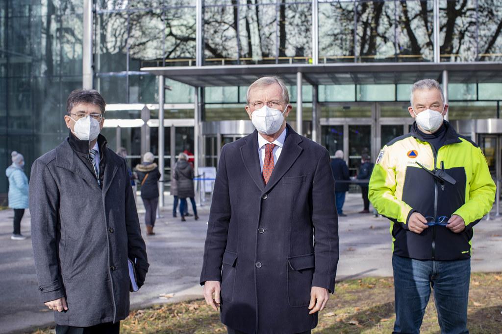 LH Wilfried Haslauer und die Masterminds der Massentestung Markus Kurcz (Land Salzburg) und Michael Haybäck (Stadt Salzburg).