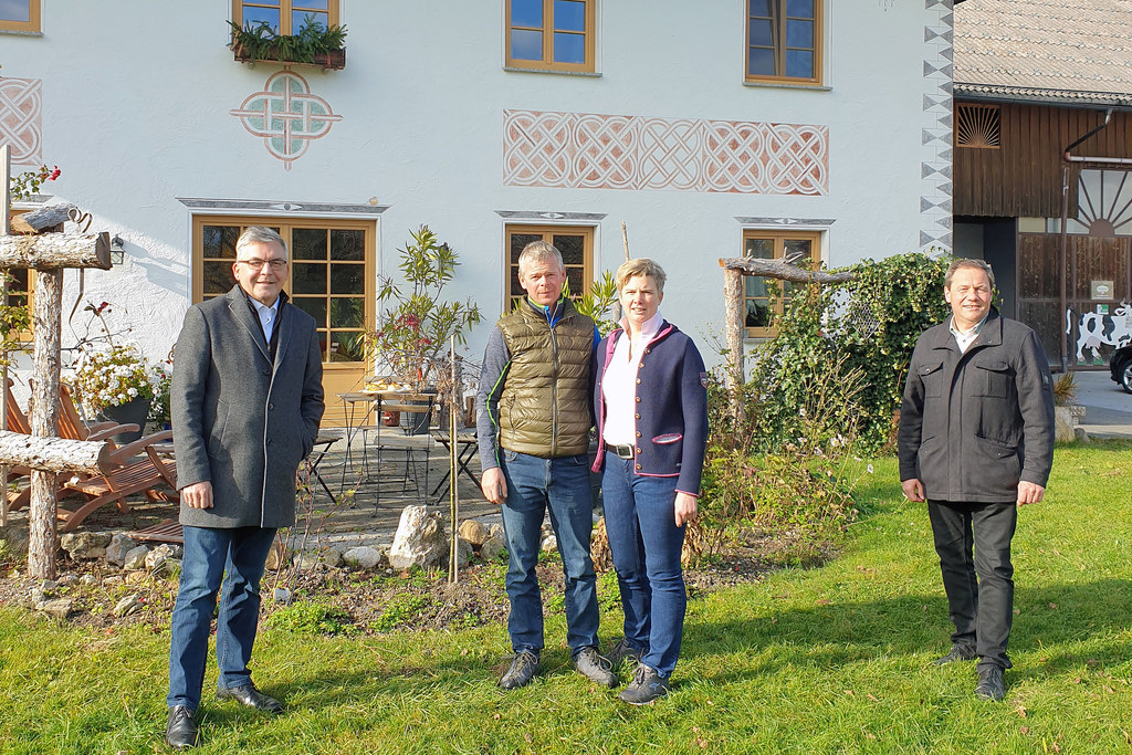 LR Josef Schwaiger, Rupert und Petra Putz und Bgm. Thomas Ließ (Hof)