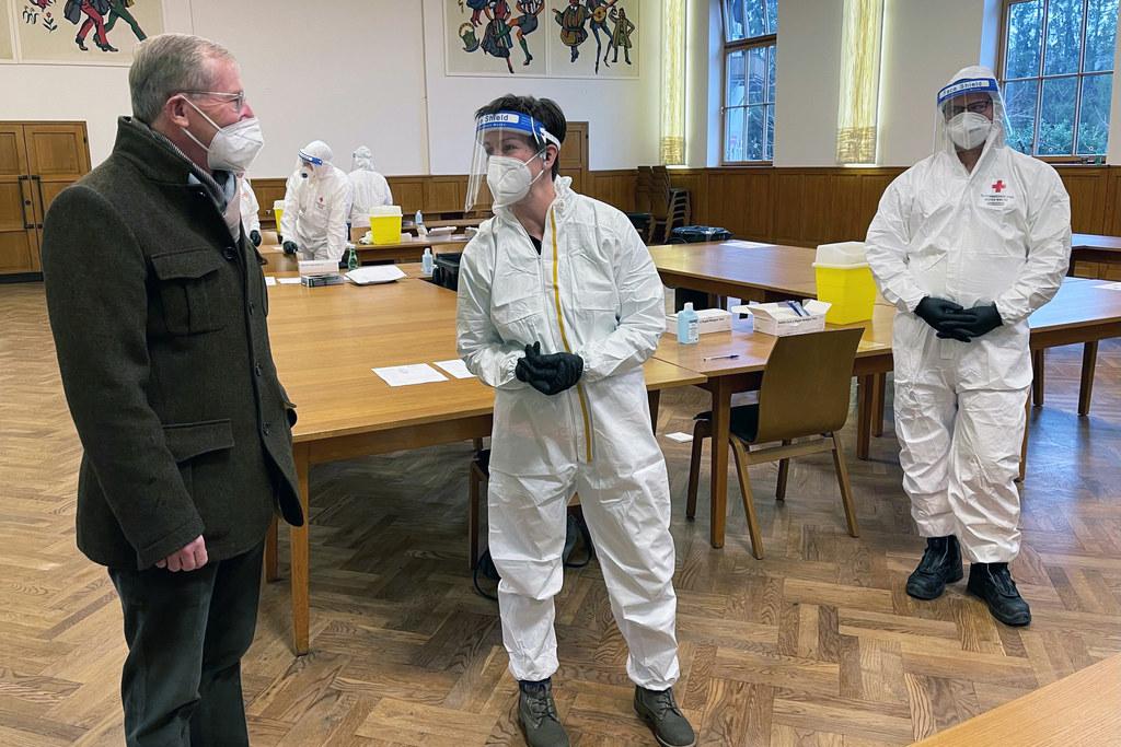 Auch in Anthering besuchte LH Wilfried Haslauer ein Testlokal.