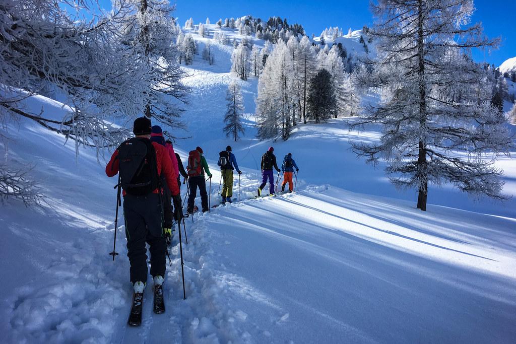 Gerade heuer boomt der Skitourensport. Eine Karte mit den Ruhezonen des Wildes sollte bei der Tourenplanung miteinfließen und ist unter www.respektieredeinegrenzen.at zu finden.