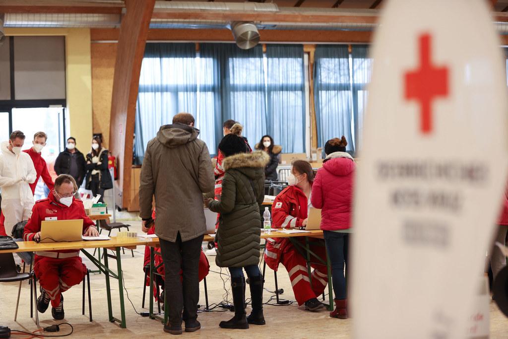 In Eugendorf wollten sich schon am Montag überraschend viele kostenlos testen lassen. Die Kapazitäten wurden auch hier aufgestockt und der Standort geändert.