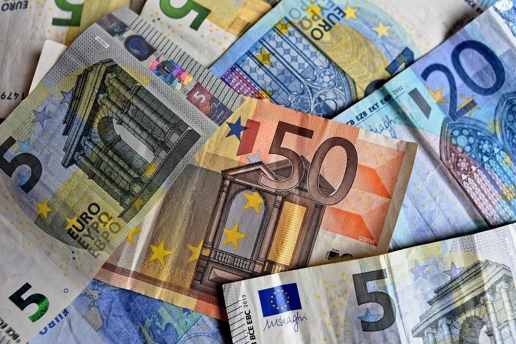 Träger im Sozialbereich haben ihren Mitarbeitern in der Pflege einen 500-Euro-Covid-19-Bonus ausbezahlt, das Land übernimmt diesen jetzt.