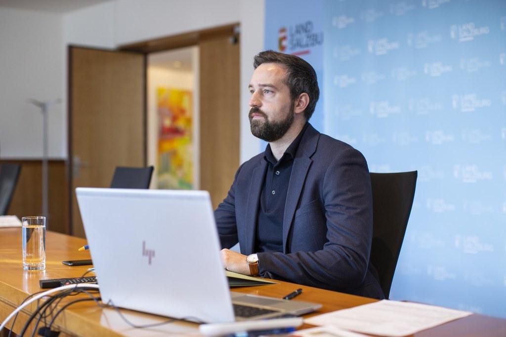 In einer Online-Schaltung kündigt Landesrat Stefan Schnöll den VCÖ-Mobilitätspreis 2021 an.