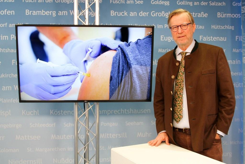 Zu Gast ist dieses Mal Dr. Christoph Dachs aus Rif, der von den Erfahrungen rund um die Impfung aus seiner eigenen Praxis berichten wird.