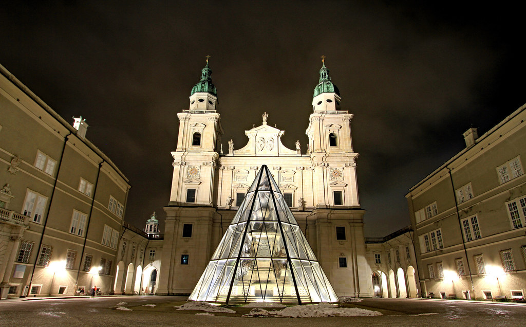 Im Salzburger Dom findet am Freitag, 18.30 Uhr, ein Ökumenischer Gottesdienst für alle von Covid-19 Betroffenen statt. Das Ereignis wird per Live-Stream unter www.salzburger-dom.at/live übertragen.